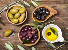 Be the best host thanks to table olives