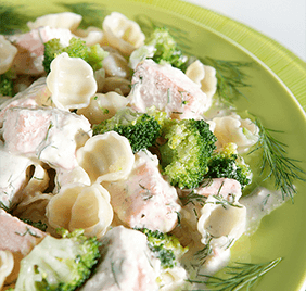 Creamy pasta with salmon and dill