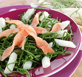 Ensalada de salicornia con espárragos y salmón ahumado